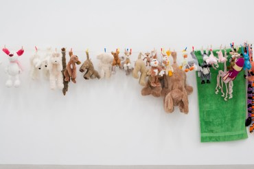 Ausstellungsansicht / Exhibition view COSIMA VON BONIN. HIPPIES USE SIDE DOOR. DAS JAHR 2014 HAT EIN RAD AB. / THE YEAR 2014 HAS LOST THE PLOT., mumok, Wien, 4.10.2014 – 18.1.2015 Photo: mumok / Laurent Ziegler