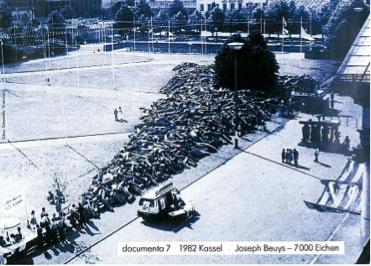 Basaltkeil, documenta 7, 1982 (Fotonachweis: Kat. Ausst. Bayerische Staatsbibliothek 1991, o.P.)