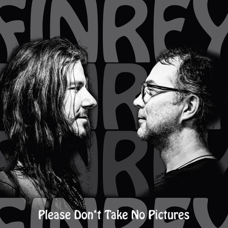 "Die neue Single ""Please Don't Take No Pictures"""