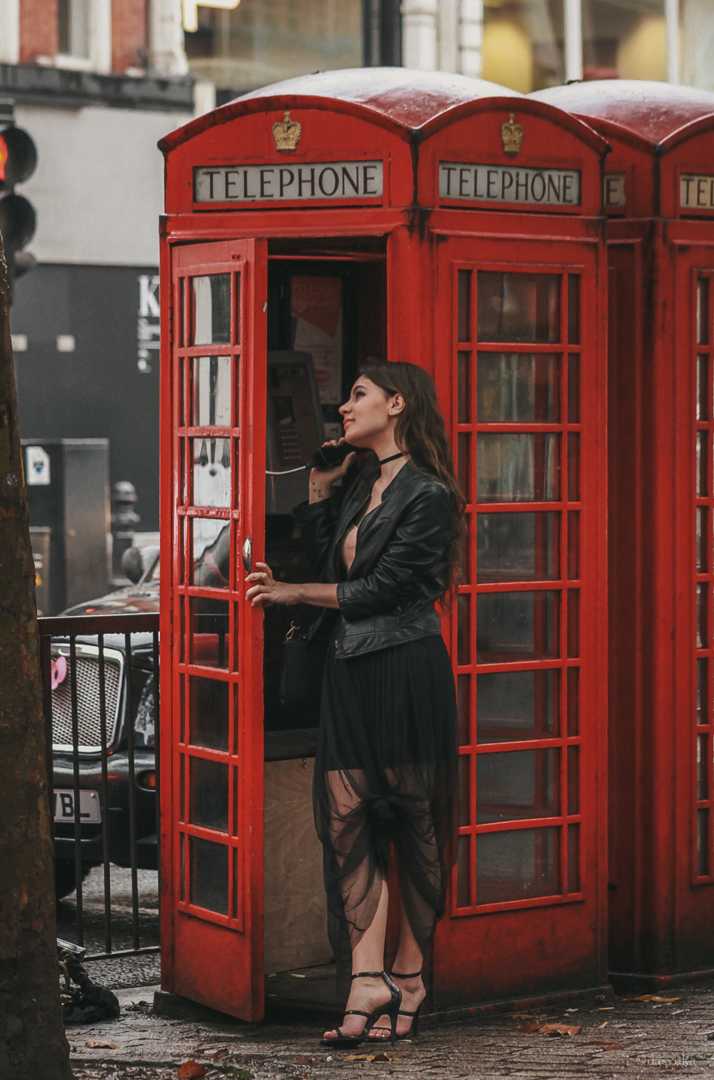 dasynka-fashion-blogger-london-life-street-style-big-ben-pinterest-skirt-pink-black-bag-white-look-leather-jacket-skirt-long-hair-zara-hm-asos-hermes-satin-heels-choker