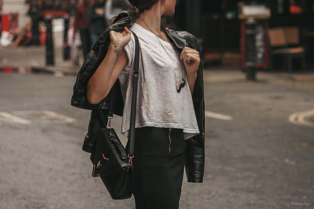 dasynka-fashion-blogger-london-life-street-style-pinterest-white-tshirt-black-skirt-midi-bag-leather-jacket-mini