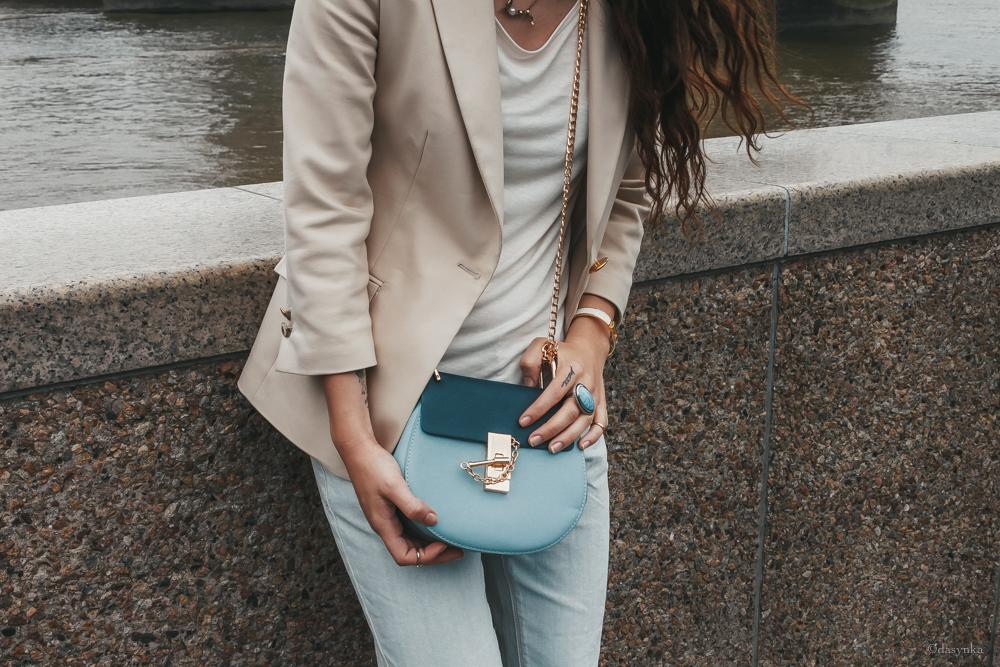 dasynka-fashion-blogger-london-life-street-style-big-ben-pinterest-tower-bridge-chloe-bag-blue-jacket-beige-white-tshirt-jeans-ripped-heels-hermes-bracelet