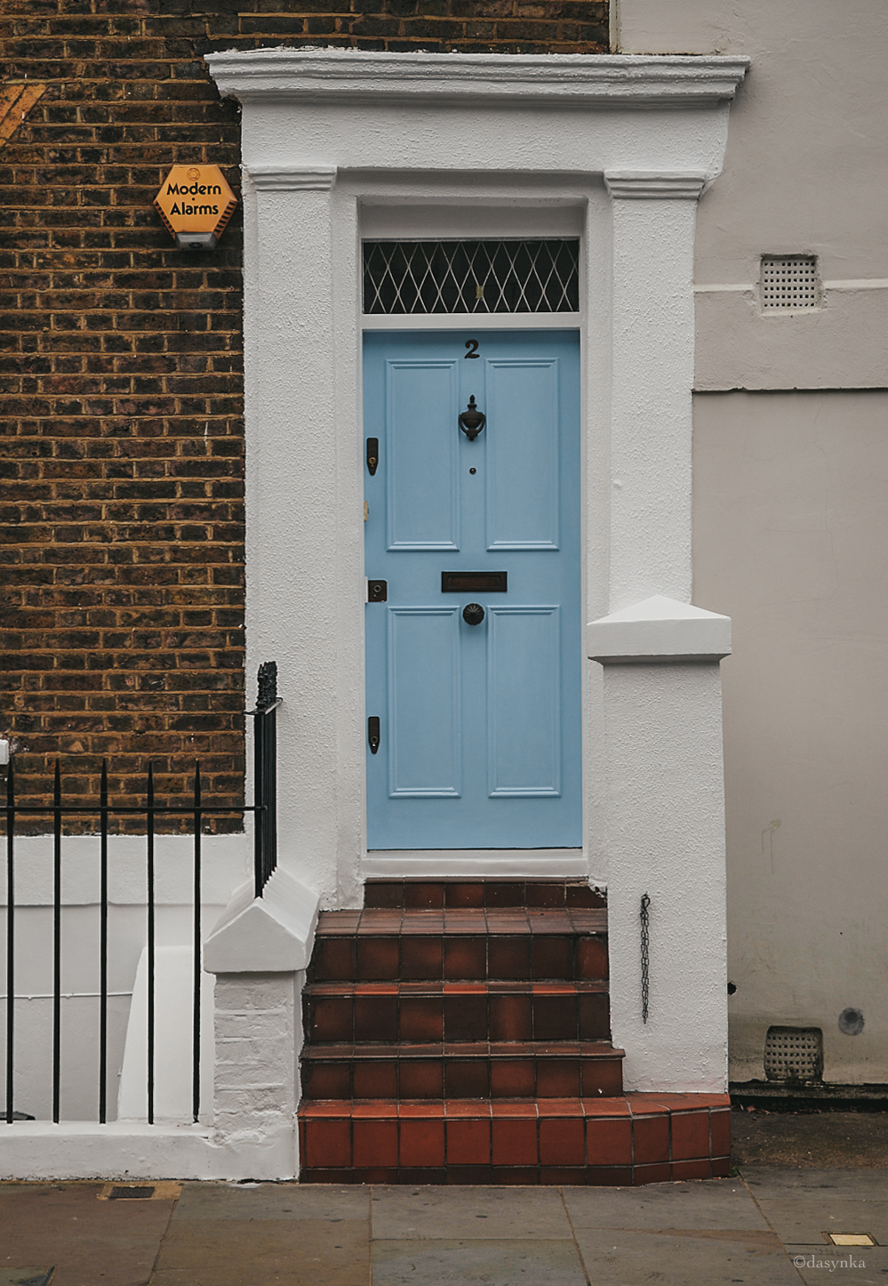 dasynka-fashion-blogger-blog-notting-hill-globetrotter-travel-london-door-blue