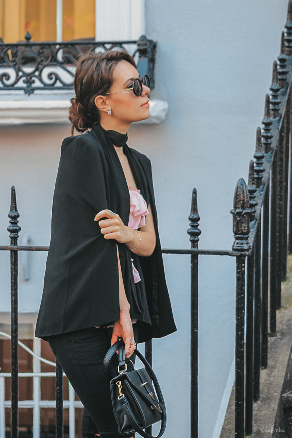 dasynka-fashion-blogger-notting-hill-london-sunnies-houses-pink-bag-black-choker-colors-pinterest-blazer-pink-top-pants-bag