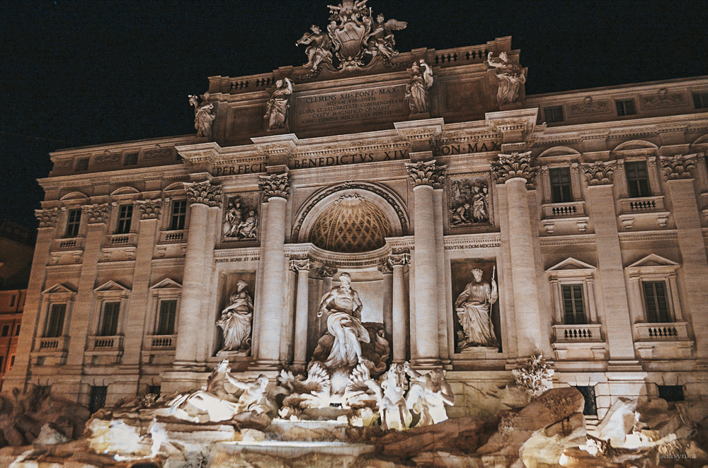 dasynka-blog-fashion-blogger-travel-globetrotten-shooting-model-rome-italy-laduree-fountain-fontana-di-trevi-roma