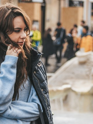 dasynka-blog-fashion-blogger-travel-globetrotten-shooting-model-rome-italy-bag-coat-laduree-jewelery-accessories-ring-watch-necklace-asos-zara-woman-hm-chloe-sweater-leggins-blue-long-hair-ideas-cozy-autumn-outfit-winter-spring-casual