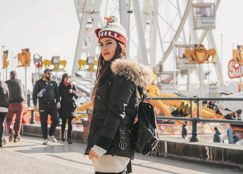 dasynka-fashion-blogger-shooting-model-blog-travel-salerno-globetrotter-backpack-leather-casual-ideas-christmas-grey-white-sweater-hat-snowman-forever21-asos-style-look-outfit-total-cozy