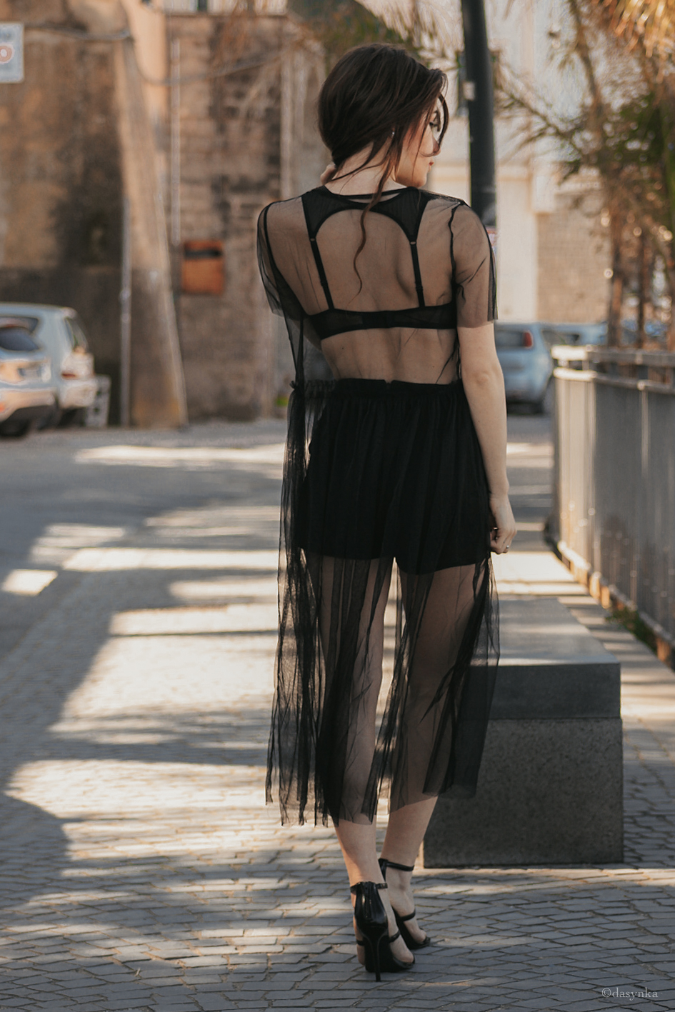 dasynka-fashion-blog-blogger-influencer-inspiration-shooting-model-globettrotter-travel-girl-lookbook-instagram-long-hair-street-style-casual-italy-lifestyle-outfit-poses-chiffon-trasparence-dress-bra-lace-high-shorts-black-heels-forever21-glamour-chic-elegant-dress-tee-black-sexy-zara-hm-asos
