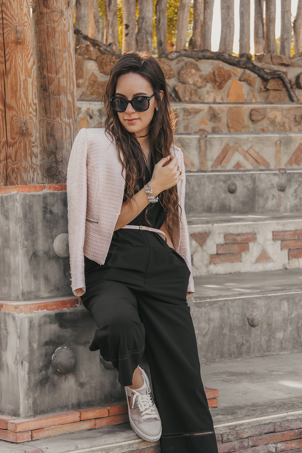dasynka-fashion-blog-blogger-influencer-inspiration-shooting-model-globettrotter-travel-girl-lookbook-instagram-long-hair-street-style-casual-italy-lifestyle-outfit-poses-valencia-jacket-pink-jumpsuit-black-bioparc-backpack-forever-21-hm-sneakers-valentino-look-inspo