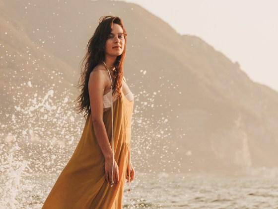 dasynka-fashion-blog-blogger-influencer-inspiration-shooting-model-globettrotter-travel-girl-lookbook-instagram-long-hair-street-style-casual-italy-lifestyle-outfit-poses-zara-casual-chic-instagrammer-inspo-summer-beach-sun-sunset-sea-ocean-mermaid-dress-yellow-white-bikini-swimwear-onepiece-swimsuit-body-traveler-photography-beautiful-photo-professional
