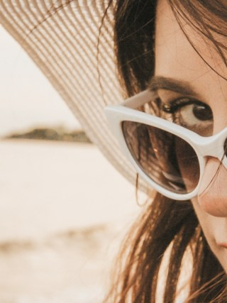 dasynka-fashion-blog-blogger-influencer-inspiration-shooting-model-globettrotter-travel-girl-lookbook-instagram-long-hair-street-style-casual-italy-lifestyle-outfit-poses-zara-casual-chic-instagrammer-inspo-summer-beach-sun-sunset-sea-ocean-mermaid-eyecat-sunglasses-shorts-shorts-chloe-bag-hat-stripes-black-white-bikini-swimwear-swimsuit-body-traveler-photography-beautiful-photo-professional-wet