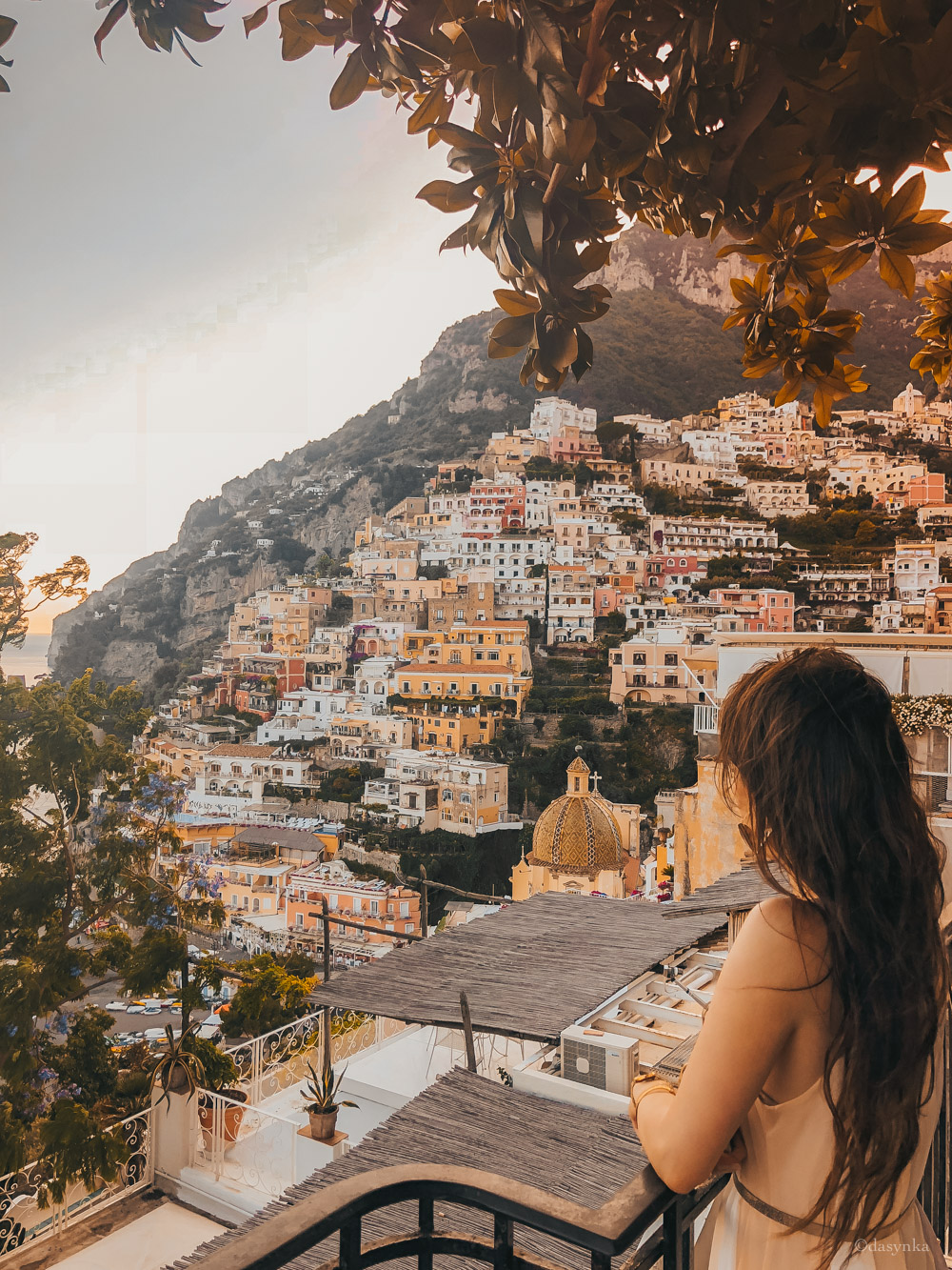 dasynka-fashion-blog-blogger-influencer-inspiration-shooting-model-globettrotter-travel-girl-lookbook-instagram-long-hair-street-style-casual-italy-lifestyle-outfit-poses-positano-amalfi-coast-blue-long-dress-colorful-beach-marina-grande-chloe-bag-sea-italy-look-ideas-elegant-italian-style-sandals-tips-atrani-habits-sorbet-lemon-covo-dei-saraceni-marina-grande-food-chez-black