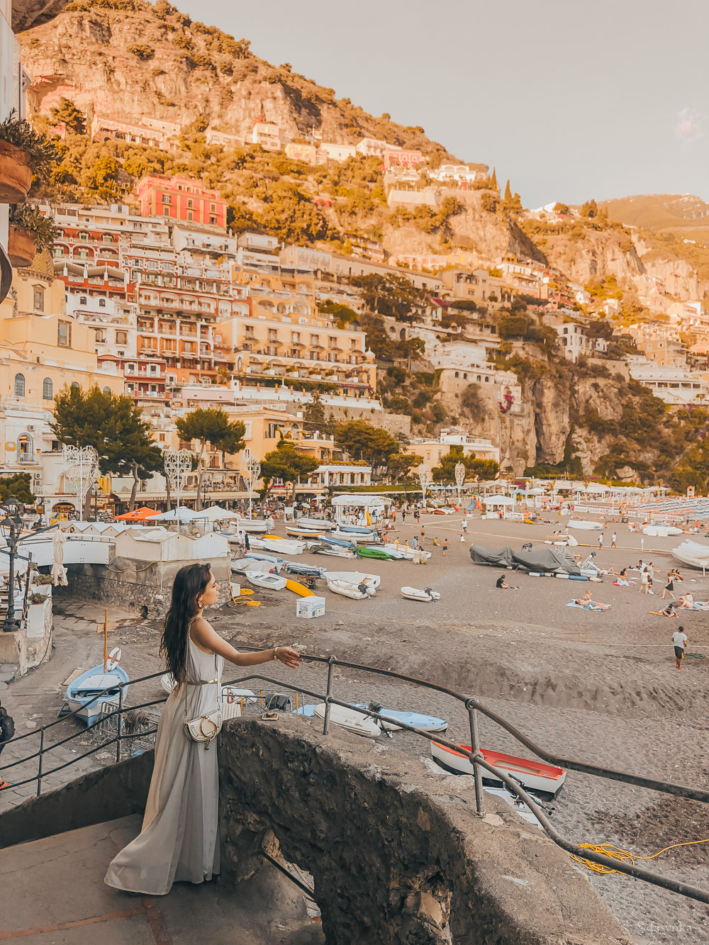 dasynka-fashion-blog-blogger-influencer-inspiration-shooting-model-globettrotter-travel-girl-lookbook-instagram-long-hair-street-style-casual-italy-lifestyle-outfit-poses-positano-amalfi-coast-blue-long-dress-colorful-beach-marina-grande-chloe-bag-sea-italy-look-ideas-elegant-italian-style-sandals-tips-atrani-habits-sorbet-lemon-covo-dei-saraceni-marina-grande-food-chez-black-sunset-boat