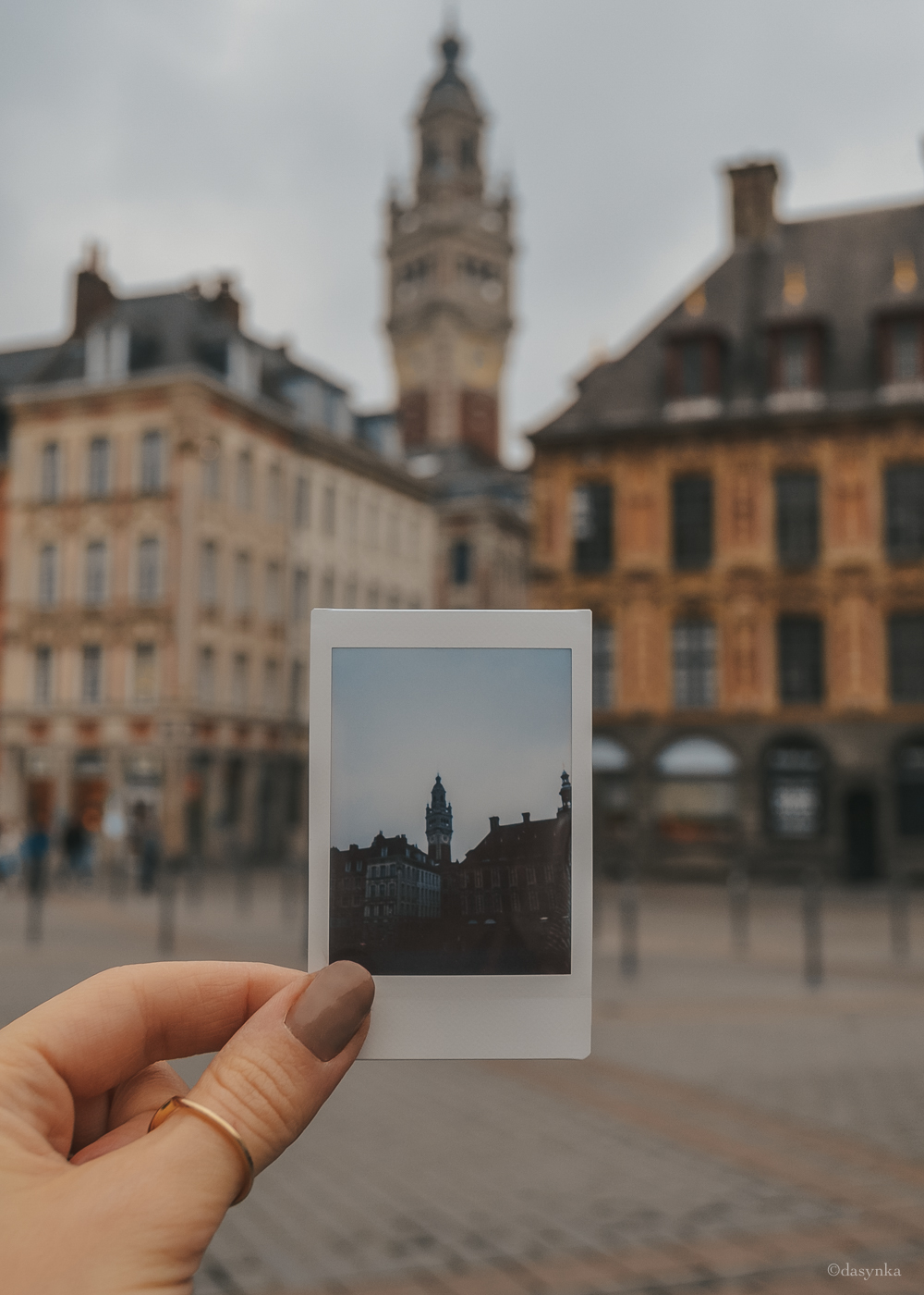 dasynka-fashion-blog-blogger-influencer-inspiration-shooting-globettrotter-travel-traveller-instagram-lifestyle-italy-ideas-italian-polaroids-polaroid-fujifilm-instax-90-8-worldmap-planisfero-mappa-mondo-pin-memories-photographs-vintage-print-lille-france