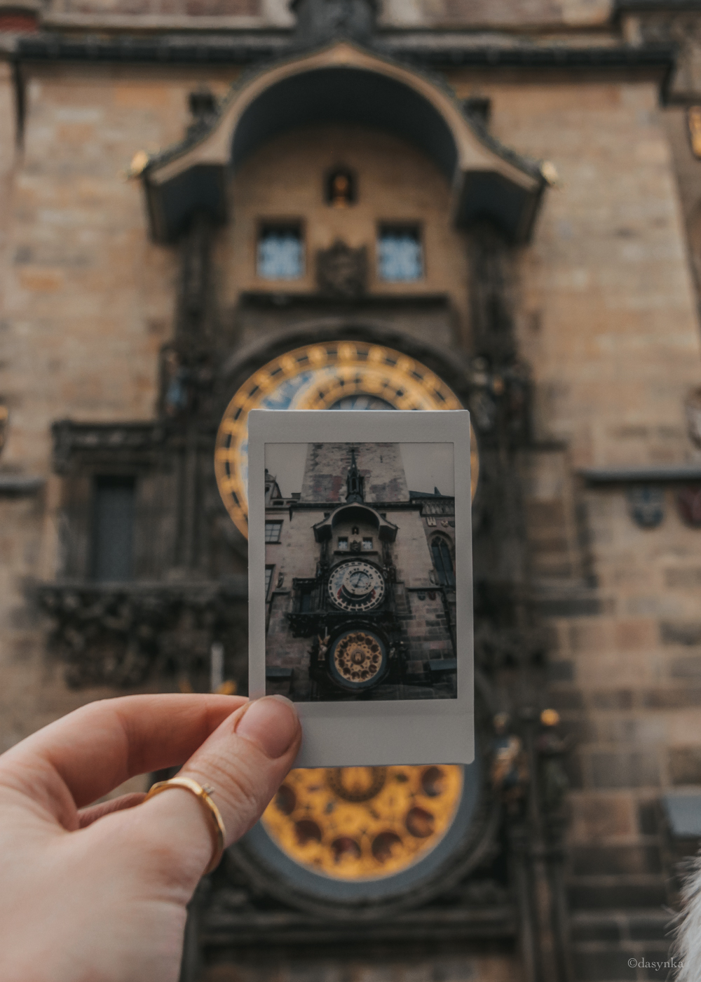 dasynka-fashion-blog-blogger-influencer-inspiration-shooting-globettrotter-travel-traveller-instagram-lifestyle-italy-ideas-italian-polaroids-polaroid-fujifilm-instax-90-8-worldmap-planisfero-mappa-mondo-pin-memories-photographs-vintage-print-prague-clock-tower