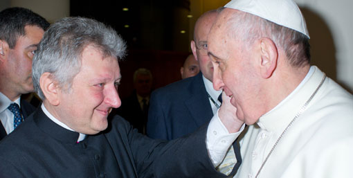 Monsignor Ricca e papa Francesco. Foto: Catholic Press Photo