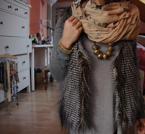 Chain-design-fashion-feathers-fur-golden-favim.com-55265_large