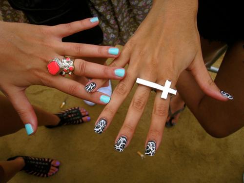 crack nails