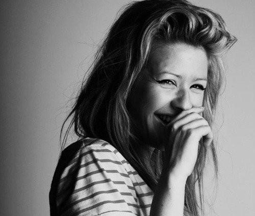 Ellie-goulding-fashion-happy-photography-smile-favim.com-113599_large