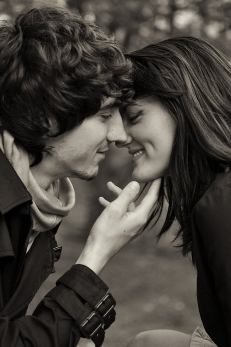 Black-and-white-couple-cute-happy-kiss-favim.com-141569_large