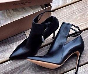 heels, shoes, and black -kuva