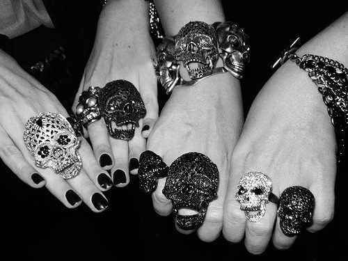 Black-amp-white-jewels-photo-rings-skulls-favim.com-363058_large