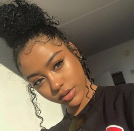 black-girl-with-clear-skin-no-pimples-or-spot