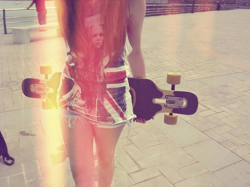 Cute-girl-longboard-favim.com-513655_large