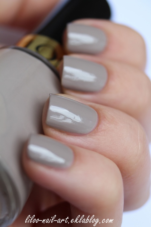Accent nail sur le joli Graceful 320 de Revlon ...
