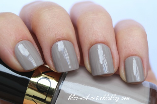Accent nail sur le joli Graceful 320 de Revlon ...