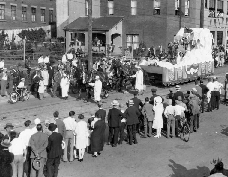 "The ""Arctic Discovery"" float in the Historical Pageant, 1927"