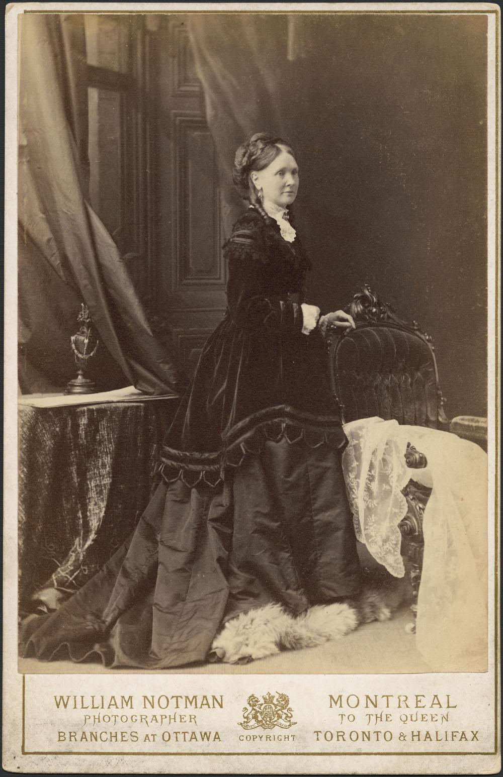 1890 victorian fashion canada