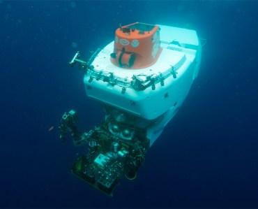 HOV Alvin submersed underwater.