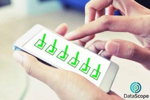celular con lista de verificación