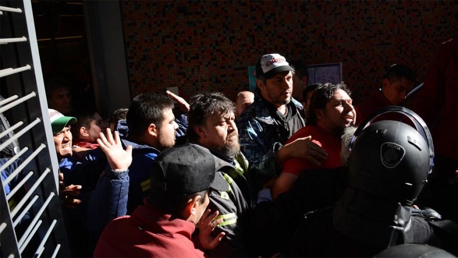 Arrestan en Buenos Aires a empleados del Metro que hacían paro