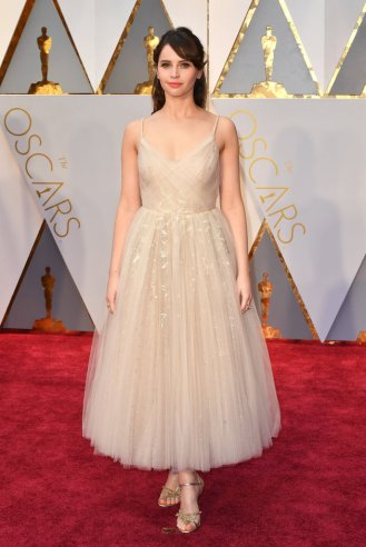 HOLLYWOOD, CA - FEBRUARY 26: Felicity Jones attends the 89th Annual Academy Awards at Hollywood & Highland Center on February 26, 2017 in Hollywood, California. (Photo by Jeff Kravitz/FilmMagic)