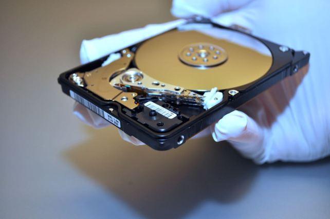 WD Festplatte aus Frankfurt. Nach Sturz und Oeffnung. Bild: Maintec Datenrettung.