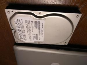Defekte Hitachi Festplatte, fast 10 Jahre im Schrank