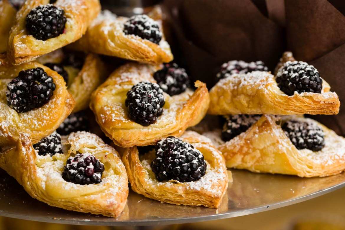 Blackberry puff pastry with powdered sugar