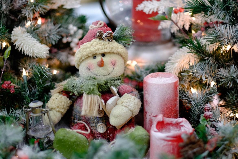 Frosty dressed as Santa