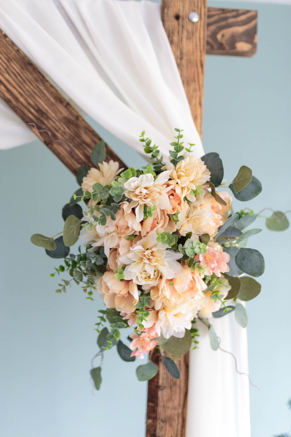 Flowers on the wedding arch