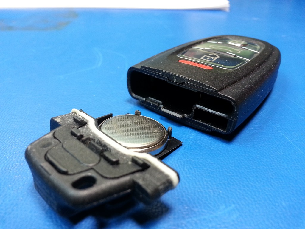 Audi Remote:  Replacing the Battery