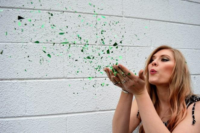 blowing kisses green sparkles.JPG