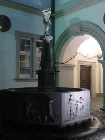 The Schängelbrunnen fountain in Willi-Hörter-Platz.
