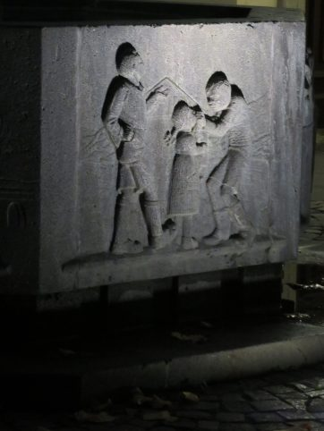 The base of the statue depicts young boys doing other mischief!