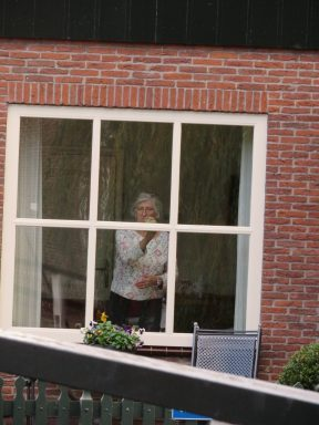 The windows of the homes in Volendam are spotless and always being cleaned.