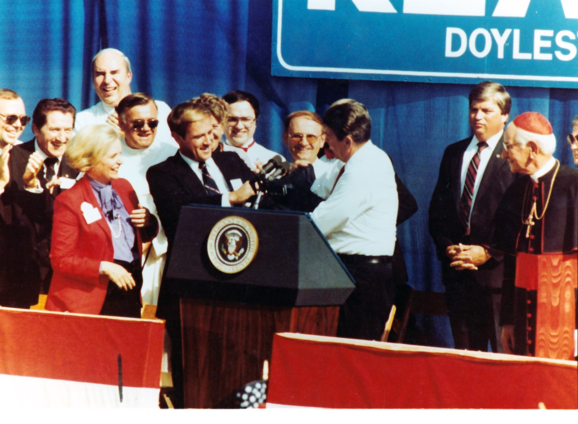David offers Ronald Reagan his coat