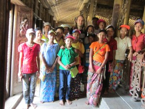The people of Myanmar - Burmese pilgrims in Mandalay
