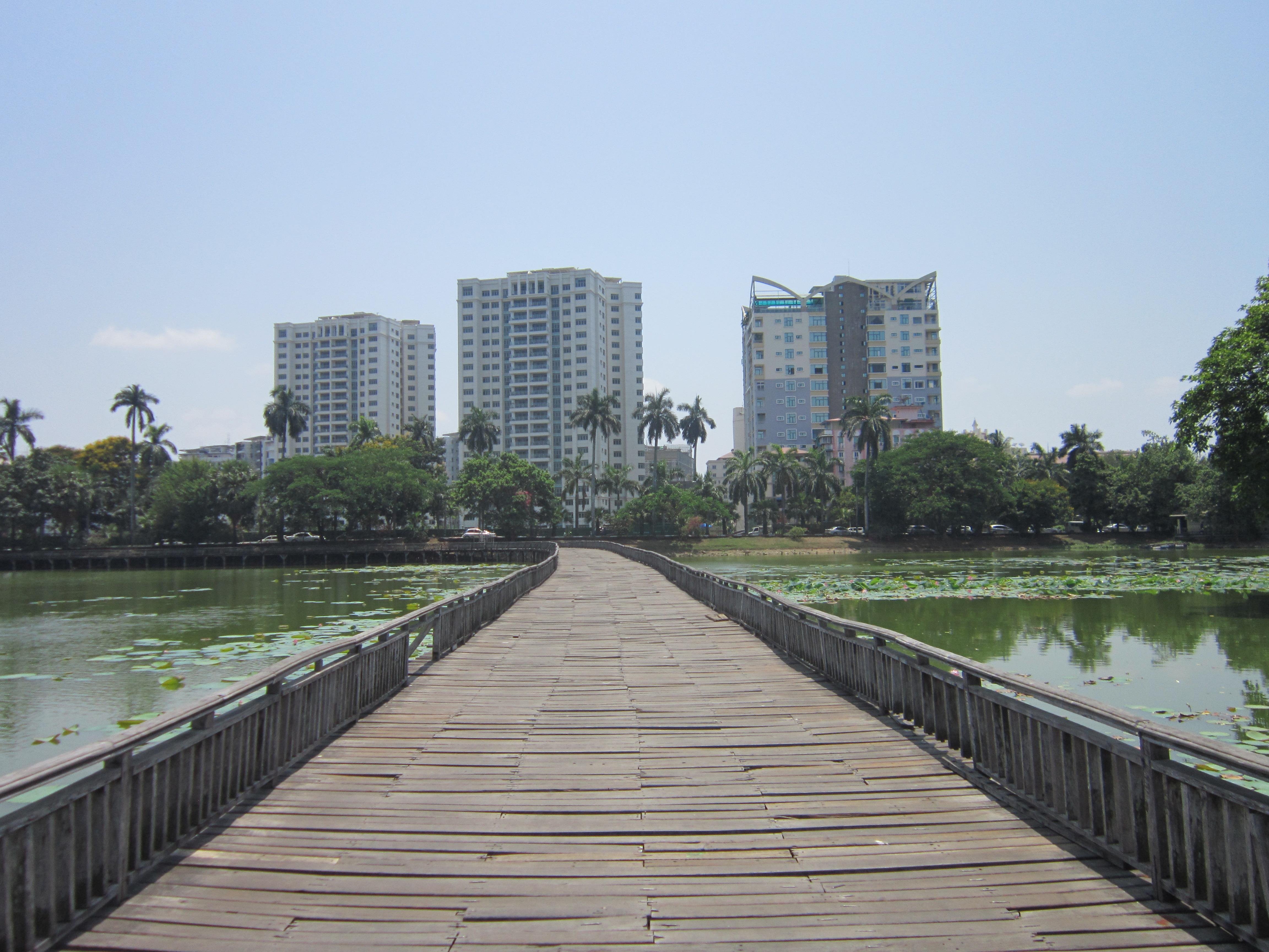 Kandawgyi lake - Yangon Photo Gallery