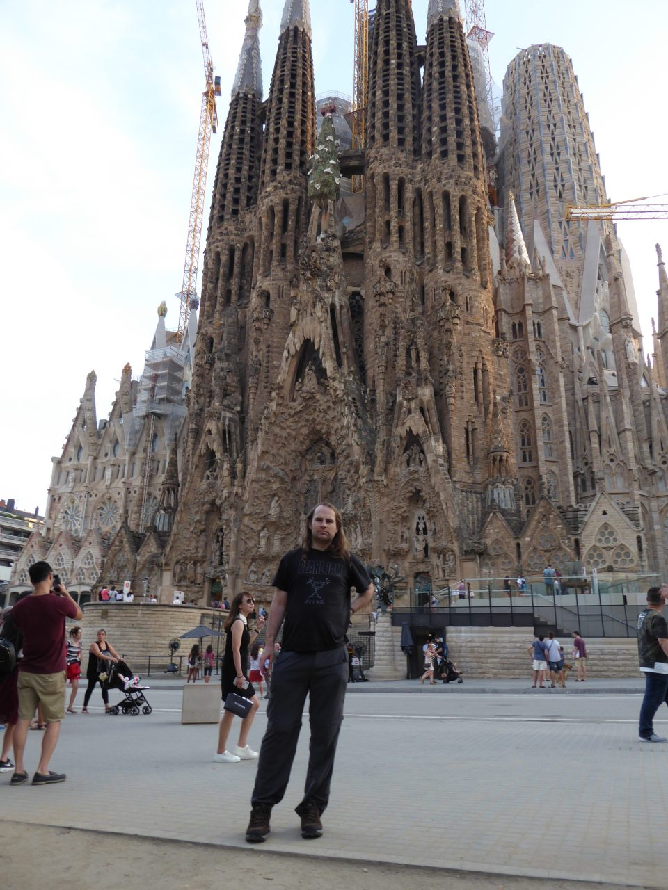 Things to do in Barcelona - vie wof the outside of Sagrada Família